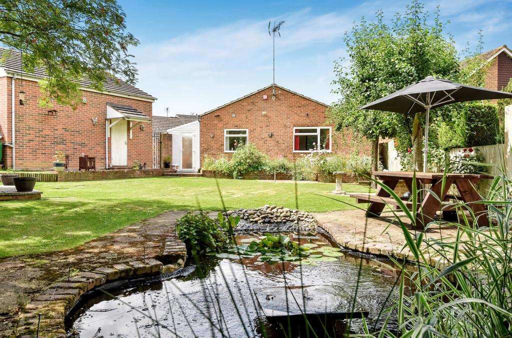 4 Bedrooms Detached Bungalow for sale in The Greenways, Paddock Wood