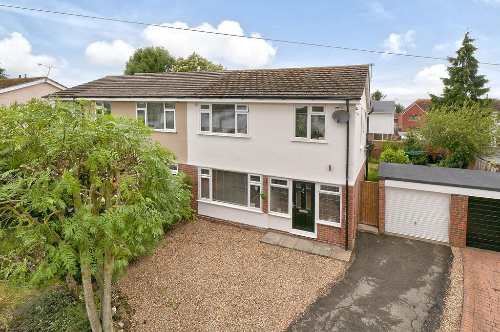 3 Bedrooms Semi Detached House for sale in Ivens Way, Harrietsham