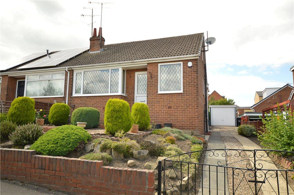 2 Bedrooms Semi Detached Bungalow for sale in Manor Farm Drive, Churwell, Leeds