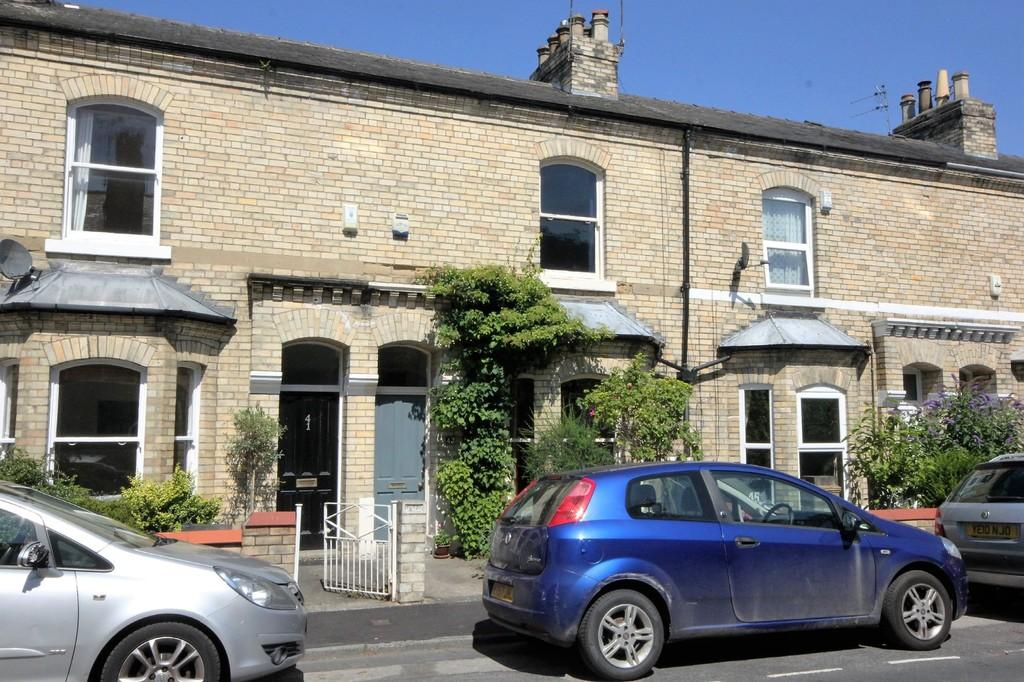 2 Bedrooms Terraced House for sale in 43 Markham Street York YO31 8NR