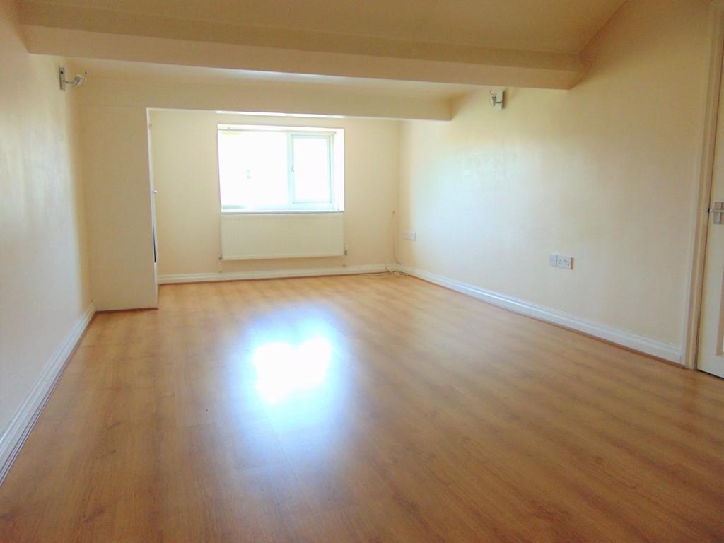 3 Bedrooms Apartment Flat for rent in Town Lane , Bebington
