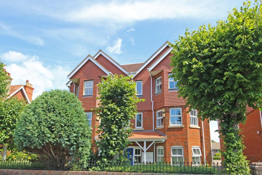 2 Bedrooms Penthouse Flat for sale in Steyning