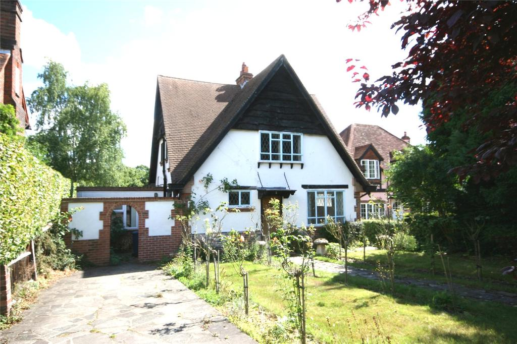 3 Bedrooms Detached House for sale in North Park, Gerrards Cross, Buckinghamshire
