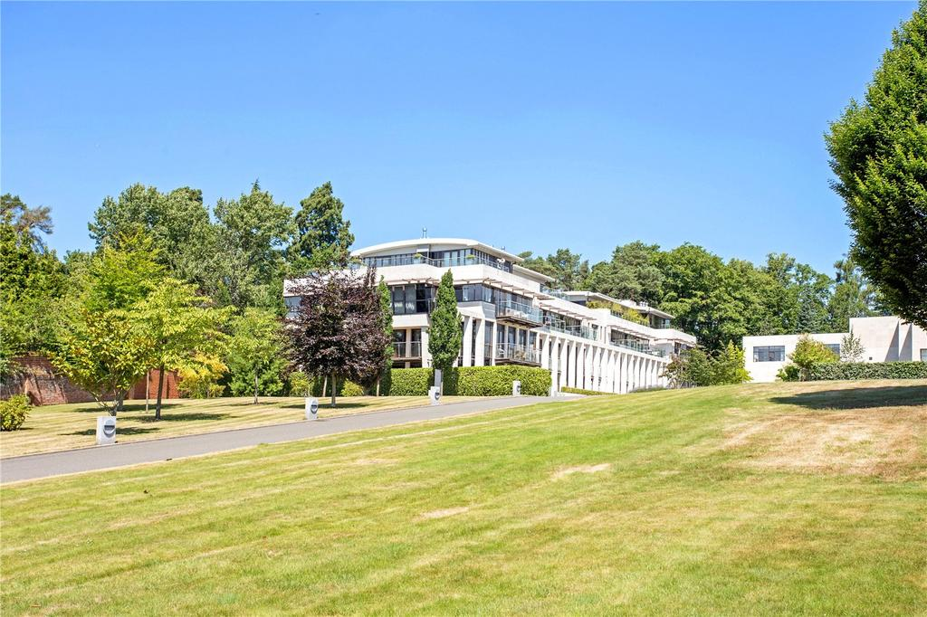 3 Bedrooms Penthouse Flat for sale in Charters Court, Charters Road, Ascot, Berkshire, SL5