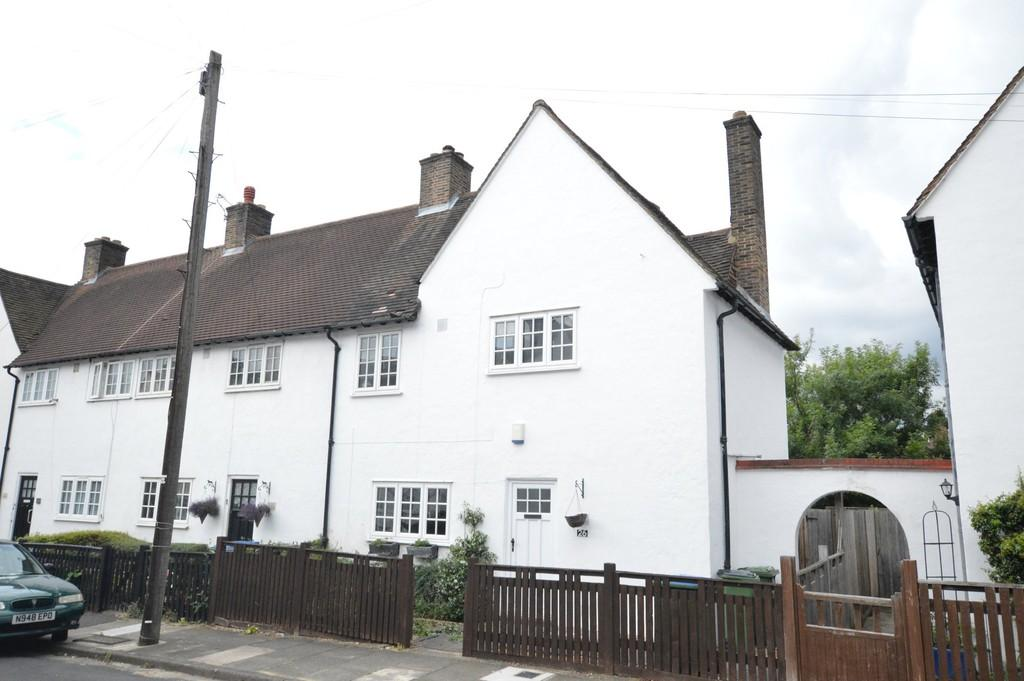 3 Bedrooms End Of Terrace House for sale in Martin Bowes Road, Eltham SE9