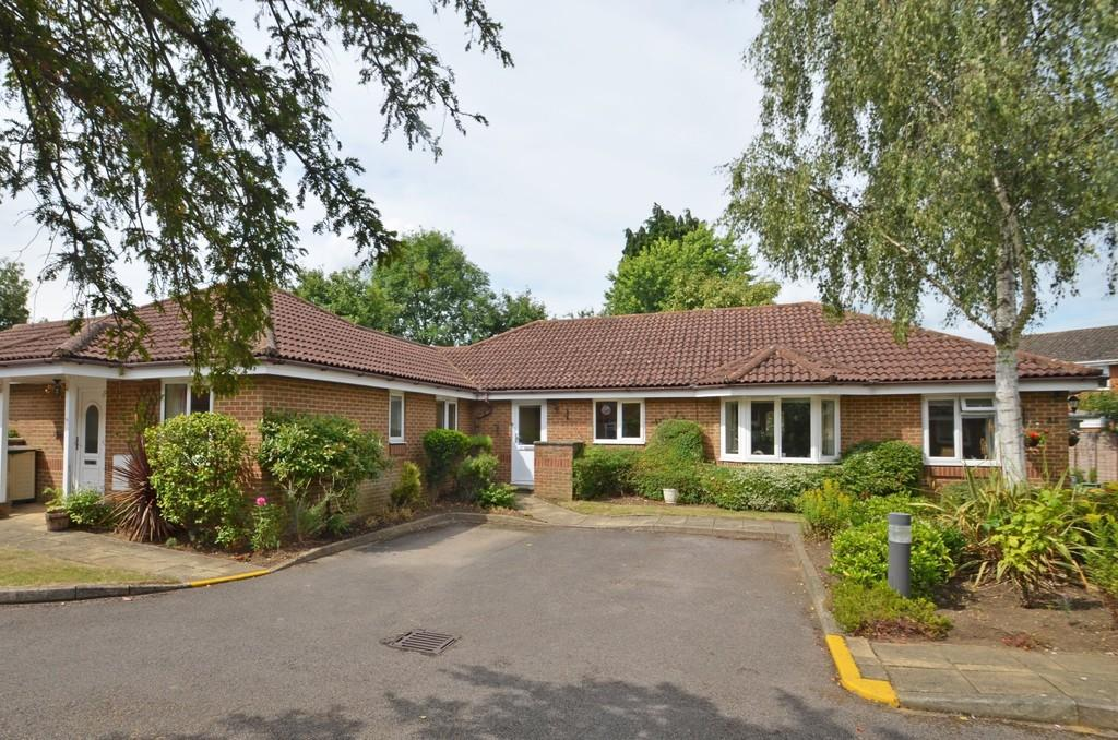 2 Bedrooms Retirement Property for sale in Farncombe