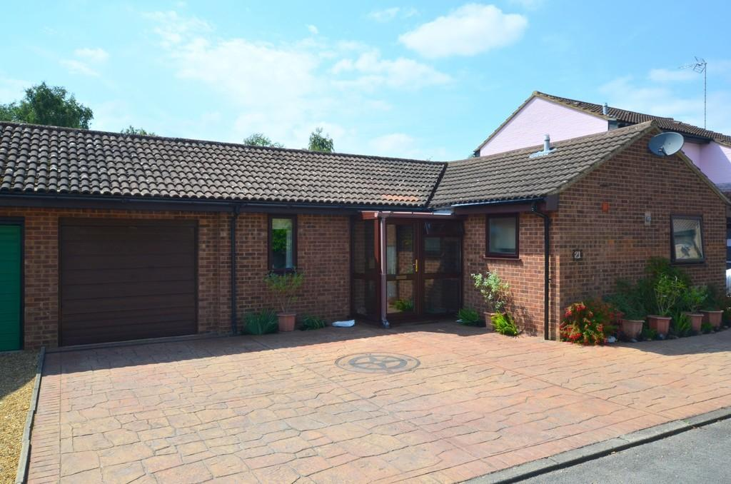 2 Bedrooms Semi Detached Bungalow for sale in Saddlers Place, Martlesham Heath