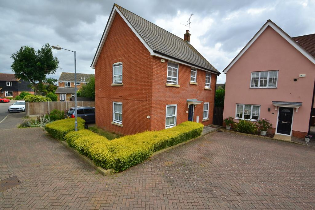 3 Bedrooms Detached House for sale in Tapley Road, Chelmsford