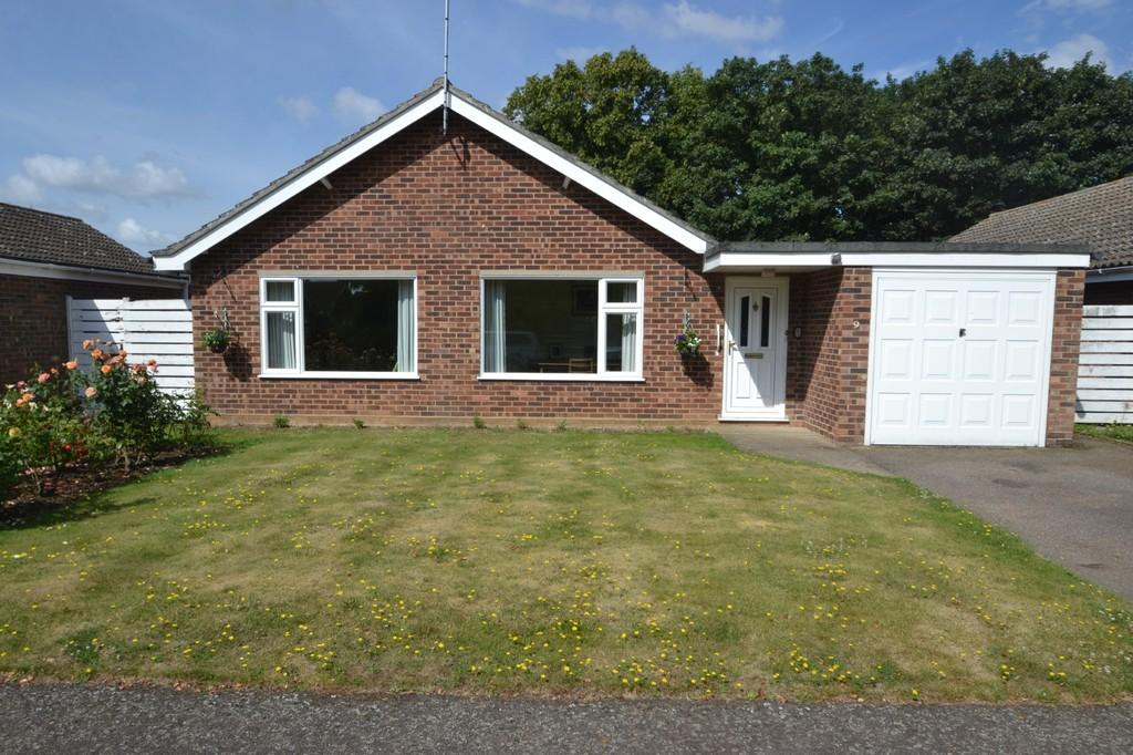 3 Bedrooms Detached Bungalow for sale in 9 Silver Leys Bentley Ipswich
