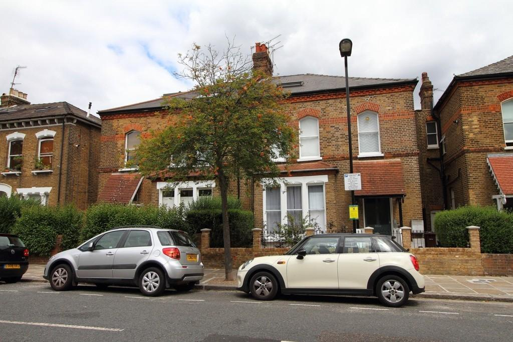 2 Bedrooms Apartment Flat for sale in Finsbury Park Road, N4 2LA