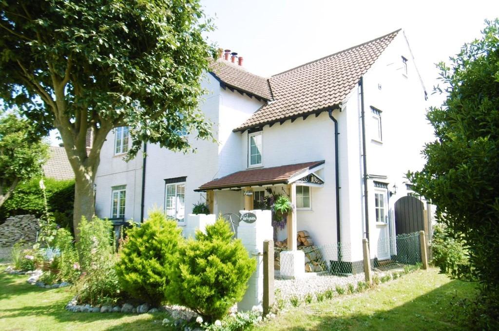 3 Bedrooms Semi Detached House for sale in West Runton