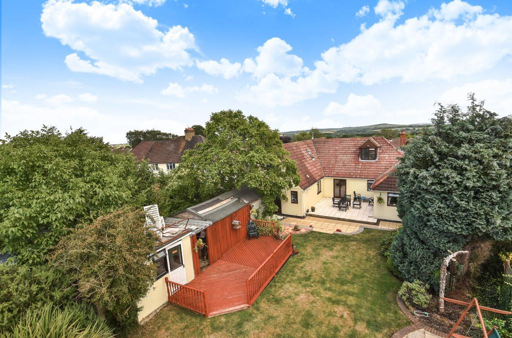 5 Bedrooms Detached House for sale in Elm Road, Farnham