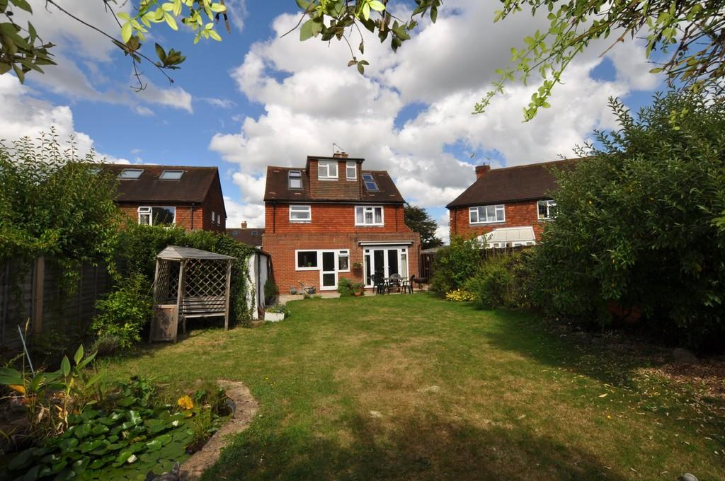 5 Bedrooms Detached House for sale in Fennel Close, Guildford