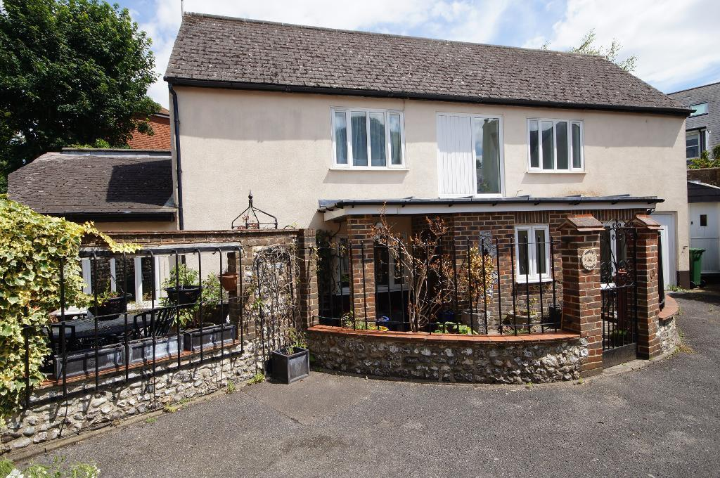 3 Bedrooms Detached House for sale in High Street, Steyning, West Sussex, BN44 3GG