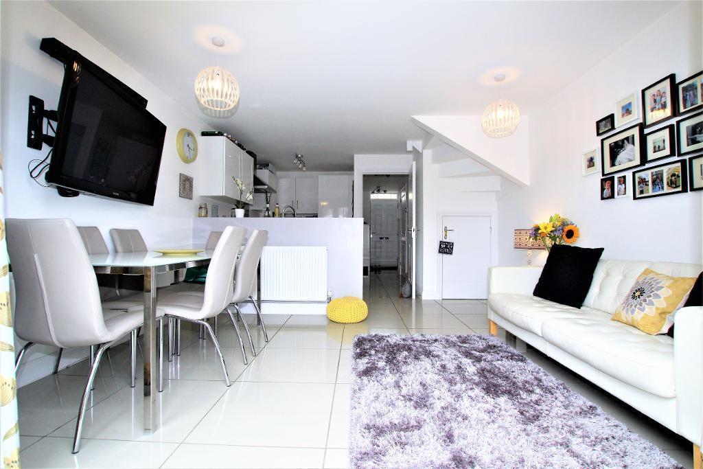 3 Bedrooms Terraced House for sale in Gold Furlong, Marston Moretaine, Bedfordshire, MK43 0EG