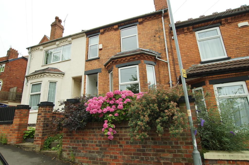 3 Bedrooms Terraced House for sale in Milman Road, Lincoln