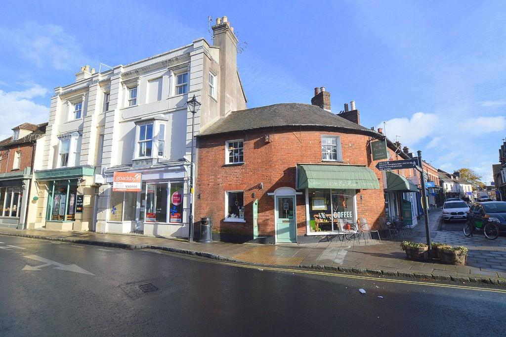 2 Bedrooms Maisonette Flat for sale in High Street, Wimborne