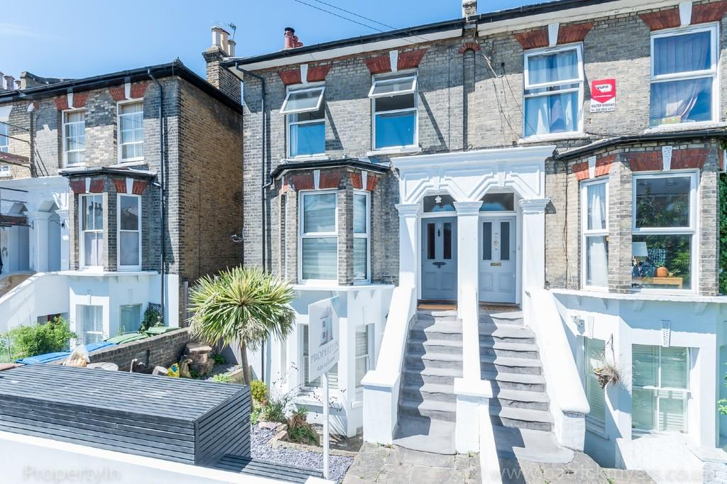 2 Bedrooms Maisonette Flat for sale in Crystal Palace Road, Dulwich, SE22