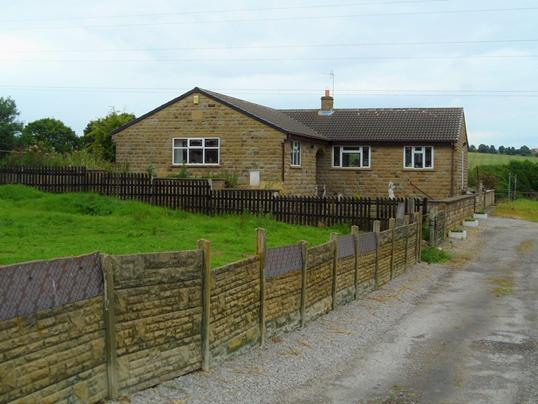3 Bedrooms Bungalow for sale in 58 Engine Lane Close, Shafton, Barnsley, S72 8QY
