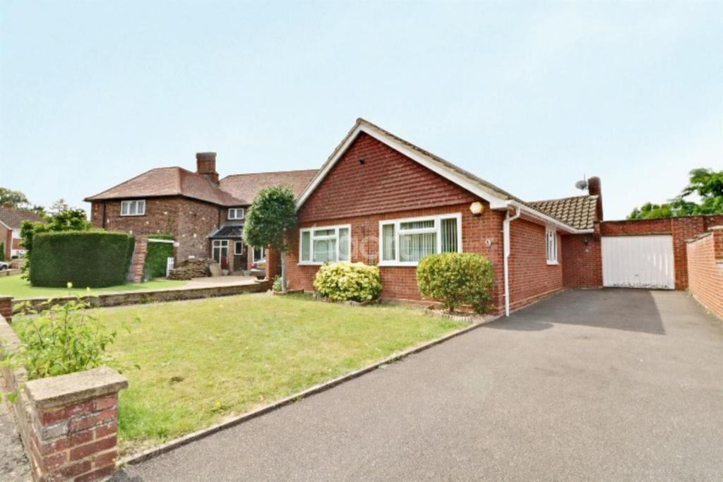 3 Bedrooms Bungalow for sale in Stunning bungalow in lovely area