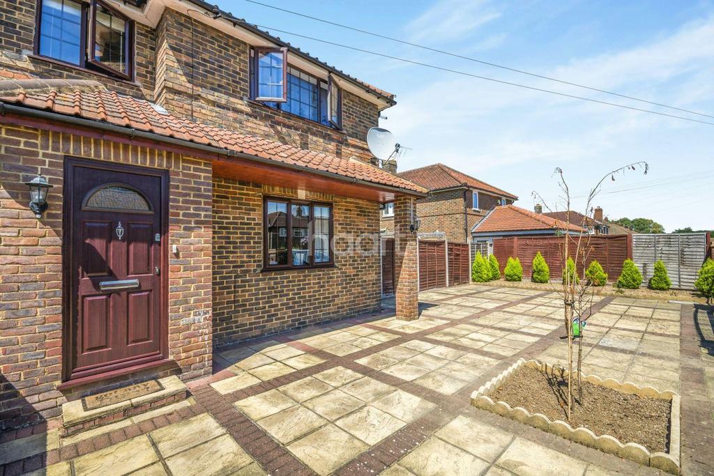 3 Bedrooms Semi Detached House for sale in Holman Road, Epsom, Surrey, KT19
