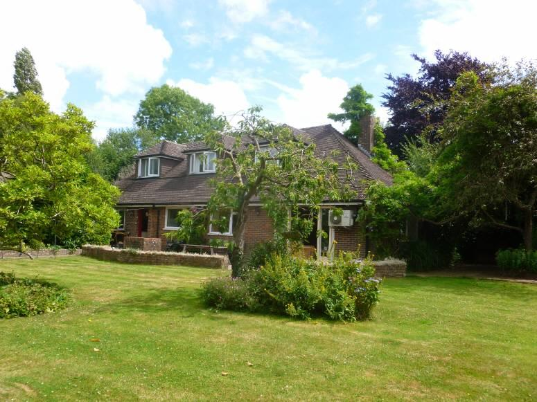 4 Bedrooms Detached House for sale in Slip Mill Lane, Hawkhurst, Kent, TN18 5AD