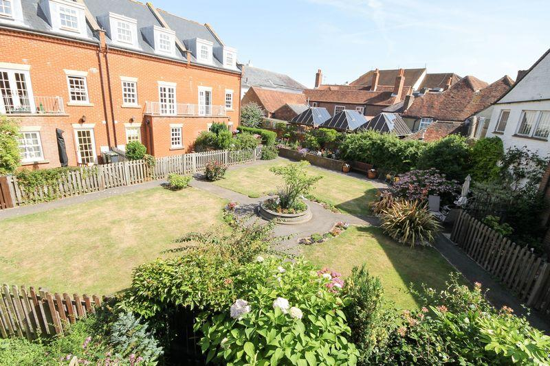 3 Bedrooms Town House for sale in Frobisher Gardens, Emsworth