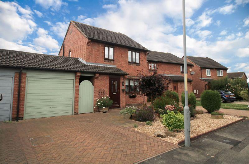 3 Bedrooms Detached House for sale in Nursery Gardens, Yarm TS15 9UY