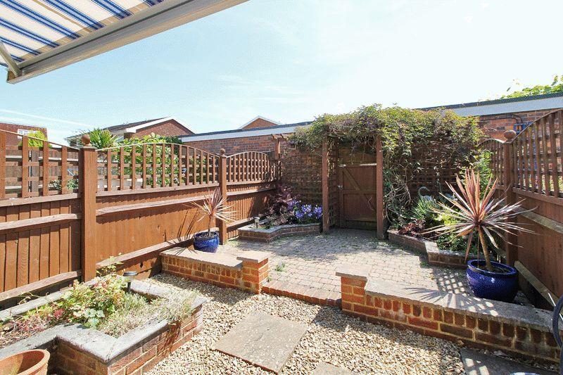 2 Bedrooms Terraced House for sale in Rusper Road, Horsham