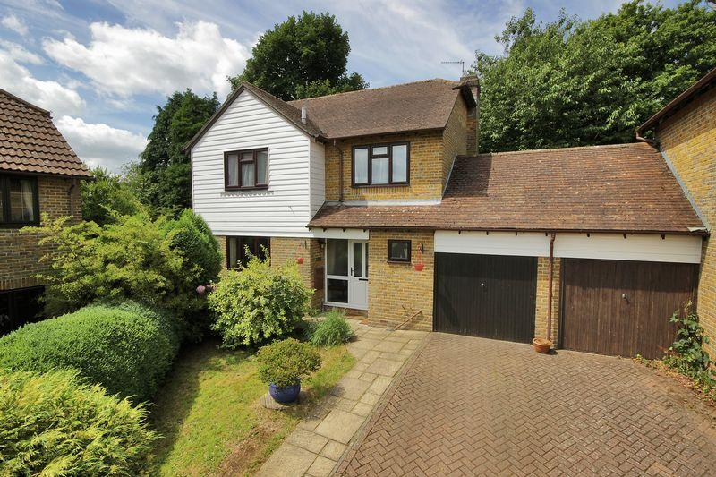 4 Bedrooms Detached House for sale in Bridger Way, Crowborough, East Sussex