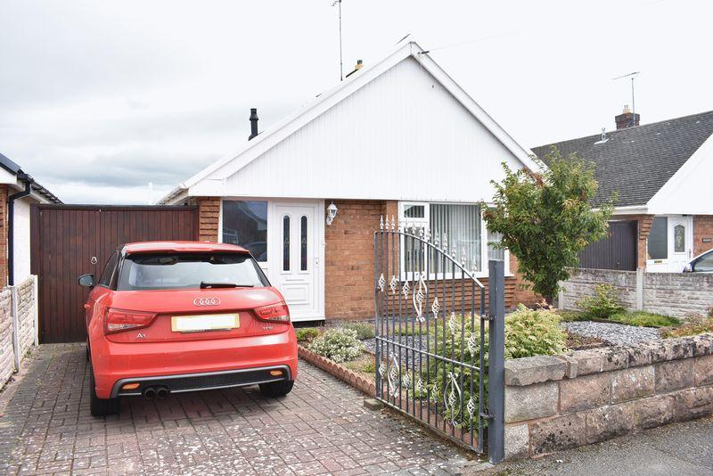 3 Bedrooms Detached Bungalow for sale in Woodside Gardens, Rhyl