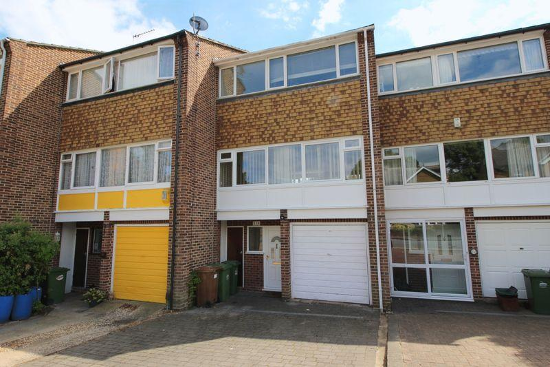 3 Bedrooms Terraced House for sale in Church Avenue, Sidcup