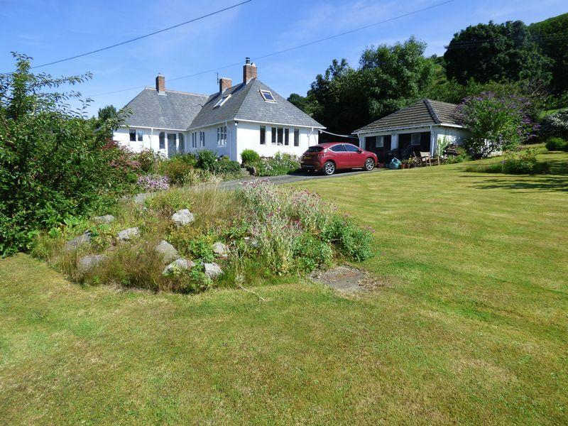 3 Bedrooms House for sale in Tara, Terrace Walk, Llanfairfechan LL33 0EL