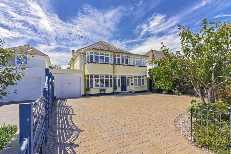 5 Bedrooms Detached House for sale in Sea Lane, Goring Hall