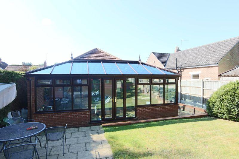 4 Bedrooms Detached Bungalow for sale in Hall Road, Oulton Broad, Lowestoft