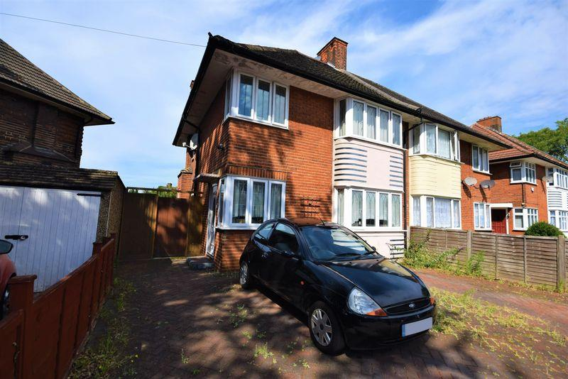 3 Bedrooms Semi Detached House for sale in Wroxall Road, Dagenham