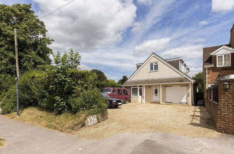 4 Bedrooms Detached Bungalow for sale in London Road, Waterlooville