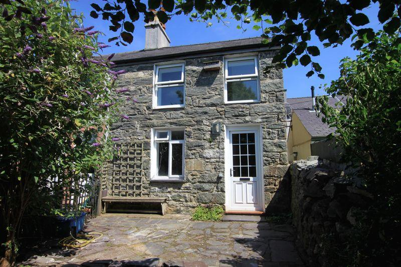 2 Bedrooms Terraced House for sale in Water Street,Llanllechid