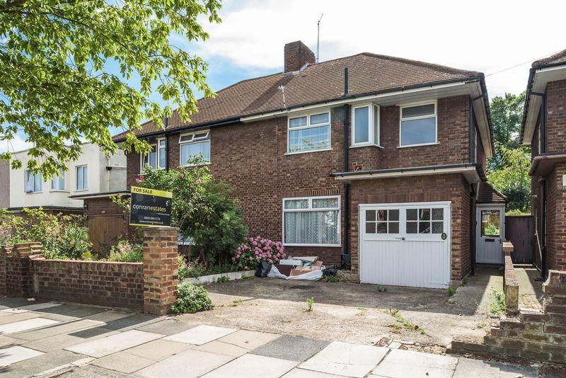 3 Bedrooms Semi Detached House for sale in Park Drive, Charlton