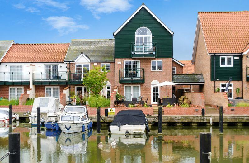 4 Bedrooms Semi Detached House for sale in 40 Ellisons Quay, Burton Waters, Lincoln