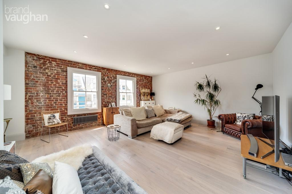 4 Bedrooms Maisonette Flat for sale in Church Road, Hove, BN3