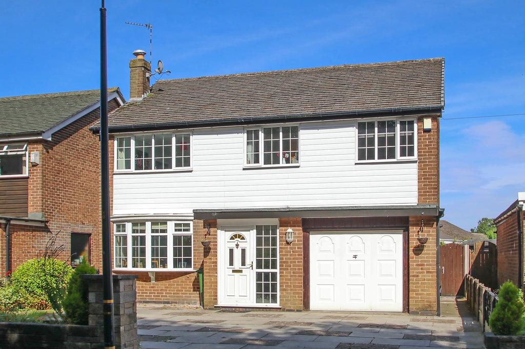 4 Bedrooms Detached House for sale in Braemar Avenue, Urmston, Manchester, M41