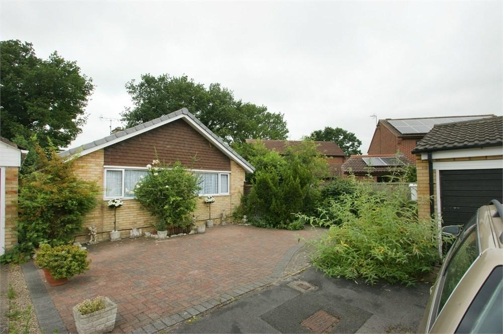 2 Bedrooms Detached Bungalow for sale in Acomb Wood Close, York, YO24