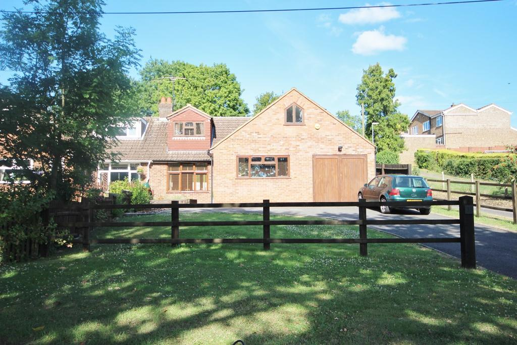 3 Bedrooms Semi Detached House for sale in Mancroft Road, Caddington, Luton, LU1