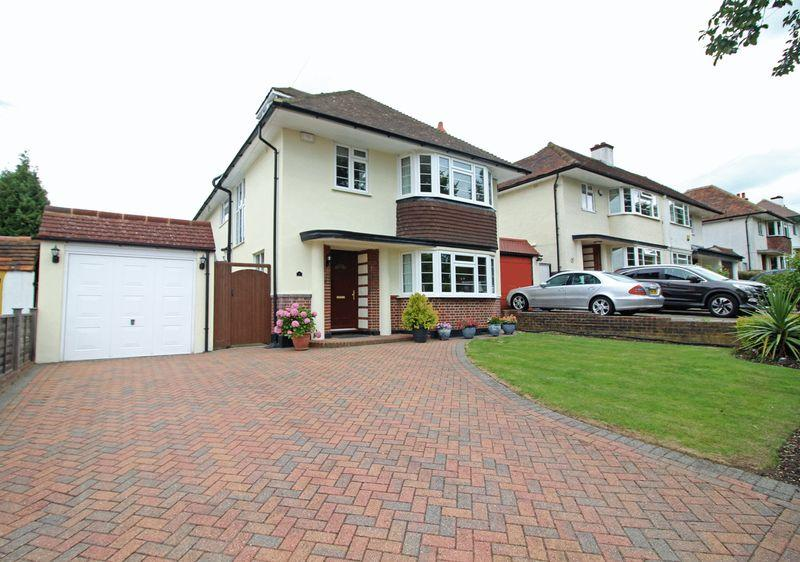 5 Bedrooms Detached House for sale in Hurst Way, South Croydon, Surrey