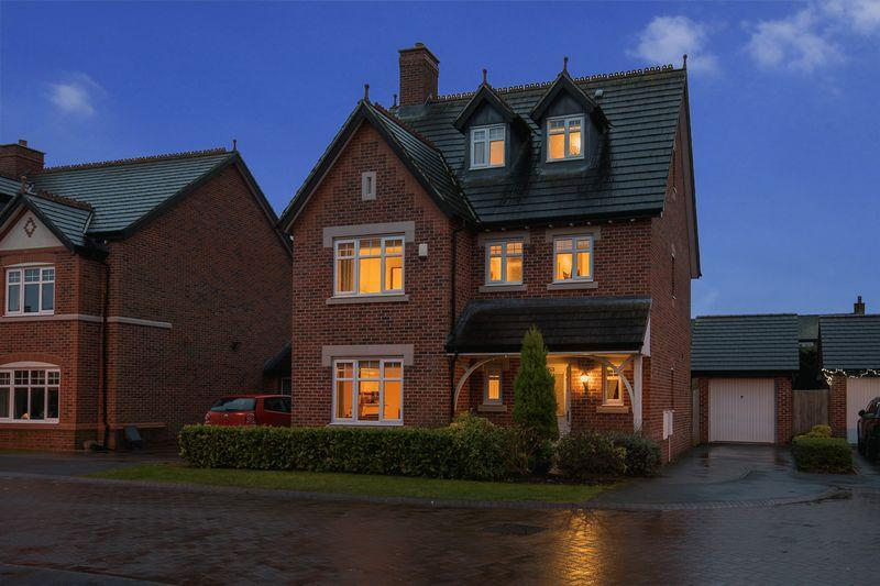 4 Bedrooms Detached House for sale in Sandmoor Place, Lymm