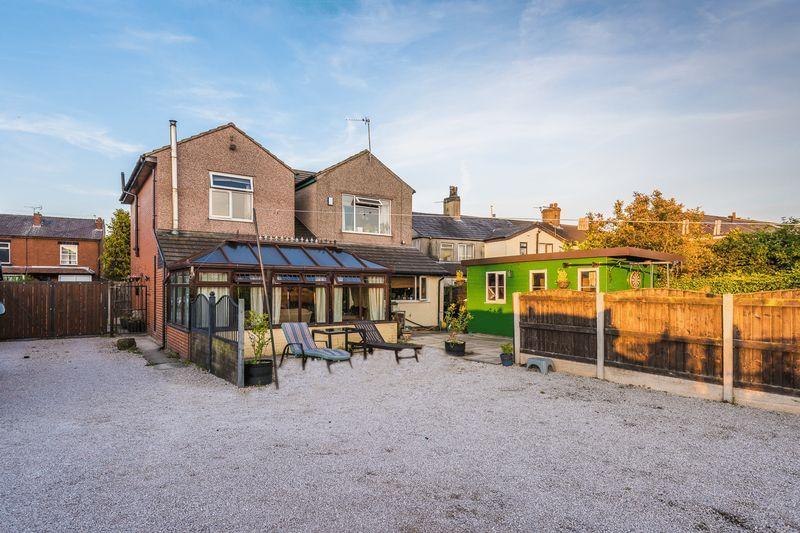 4 Bedrooms Detached House for sale in Warrington Road,Glazebury,Warrington