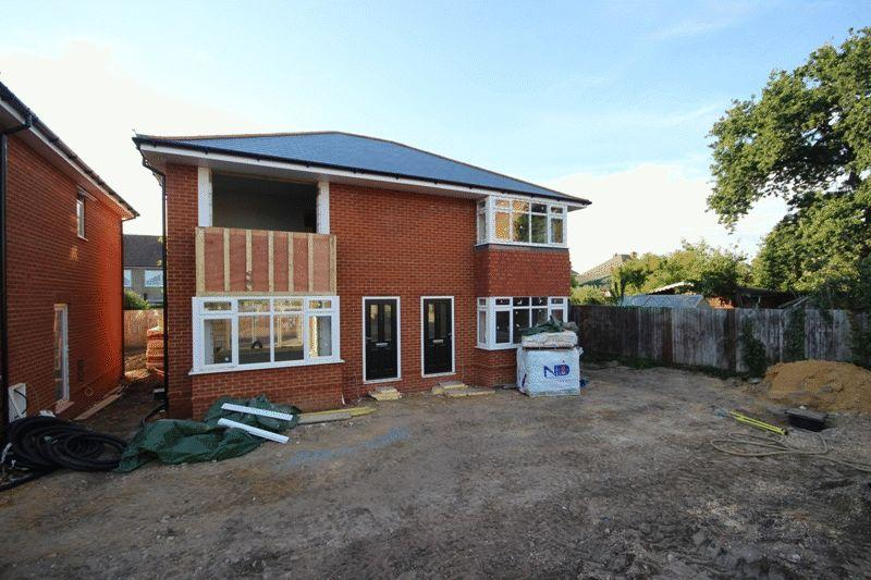2 Bedrooms Semi Detached House for sale in CHRISTCHURCH