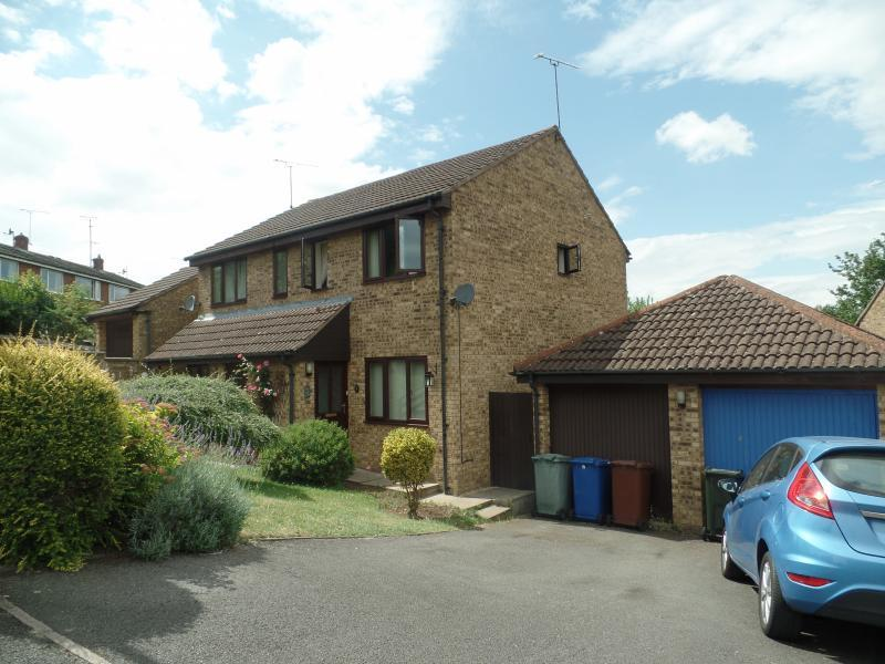 2 Bedrooms Semi Detached House for sale in Green Lane, BANBURY, OX16