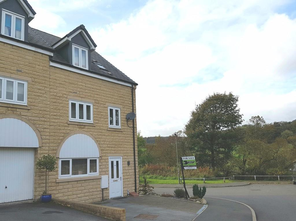 4 Bedrooms End Of Terrace House for sale in Springdale, Off Otterhole Close, Buxton